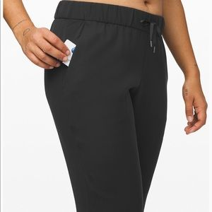 """NWT Lululemon """"On the Fly Jogger"""" Woven"""